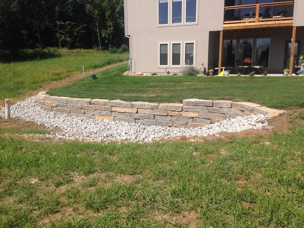 Dry stack retaining wall for drainage control